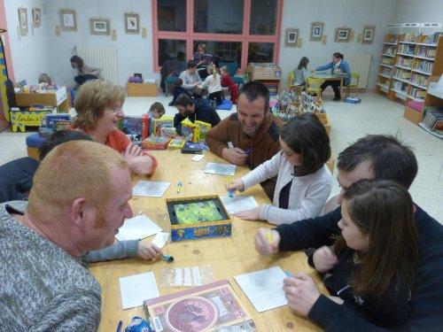 Soirée jeux à la bibliothèque de Saint Domineuc